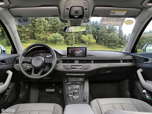 全新奥迪A4L加入了与新一代Q7、TT一样的12.3英寸全液晶仪表盘,可提供基本所有的行车及道路信息,3D效果也非常炫目。另外,这个全液晶仪表盘还提供多种模式供消费者选择。