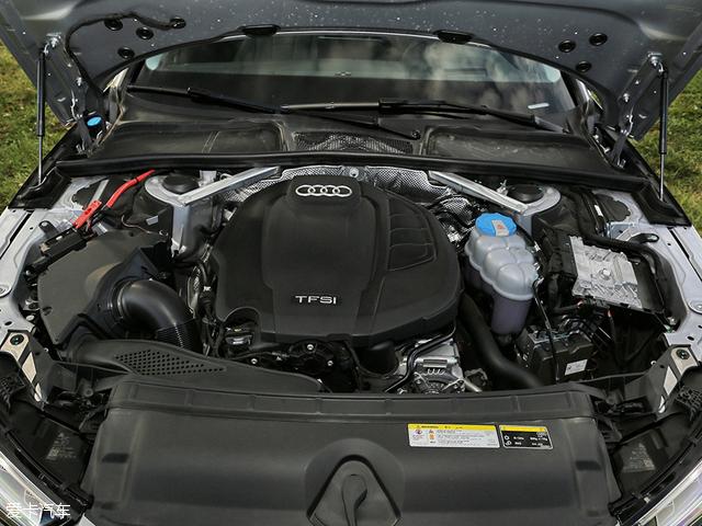 全新奥迪A4L搭载了第三代EA888 2.0T直喷增压发动机,并提供高低功率两个版本。最大功率分别为140kW(190Ps)和185kW(252Ps)。