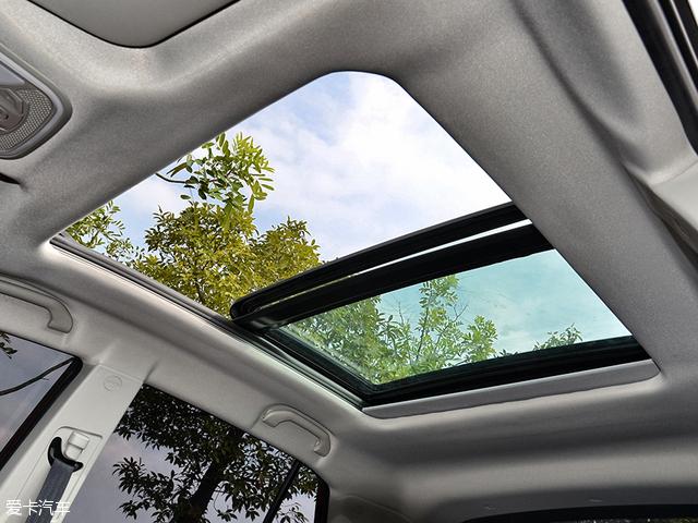全景天窗的配置无疑会让-东南DX3正式上市发售 售6.79 9.99万元高清图片