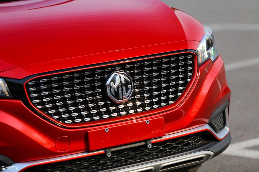 车头灯组与点阵式中央进气格栅的结合,带来了名爵自身独特的审美。