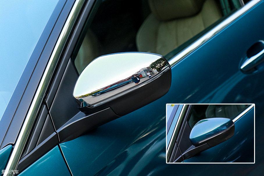 反光镜部分,高配的豪华GT版采用了镜面镀铬来装饰,而普通版本则采用了与车身同色的设计,看上去更加低调。