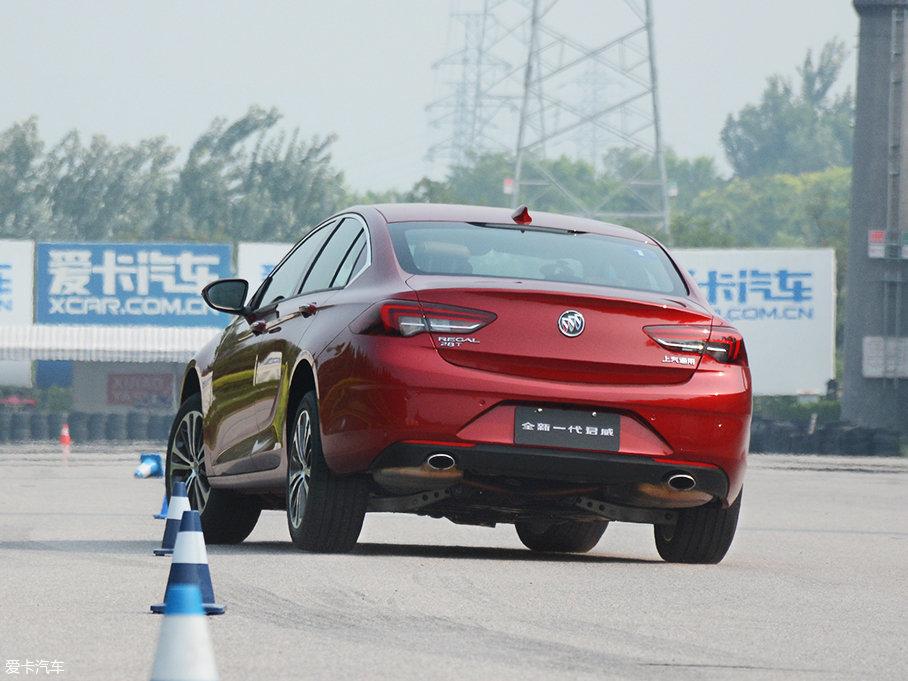 虽然车身较长,但是车尾与车头之间的连贯性还不错,控制起来难度不算大。