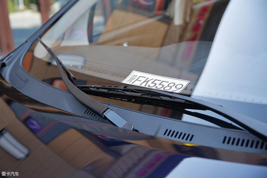 可能是基于成本考量的原因,睿行S50 1.5T全系配备的是有骨雨刷。