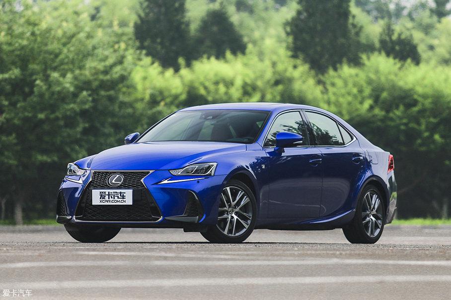 除车系更名外,改款后的IS还对官方售价以及配置进行了调整,入门车型的价格降至32.49万元,这也使得F SPORT不再是全系入门车型。