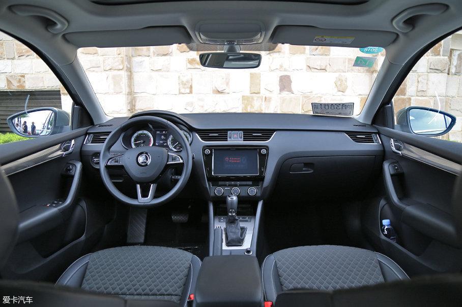 新款明锐旅行车的内饰延续了现款车型的大部分设计,仅在细节处和配置方面做了改动与升级。