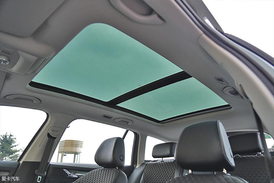 全景天窗的配置不出意外将在多数车型上配备,成为全系标配也并不是没有可能。