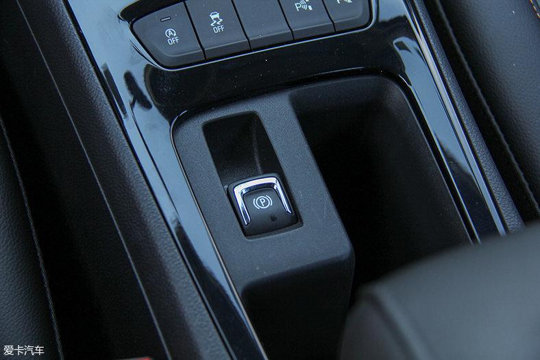 测试雪佛兰科鲁兹两厢  全系标配了电子手刹,但没有autohold功能.