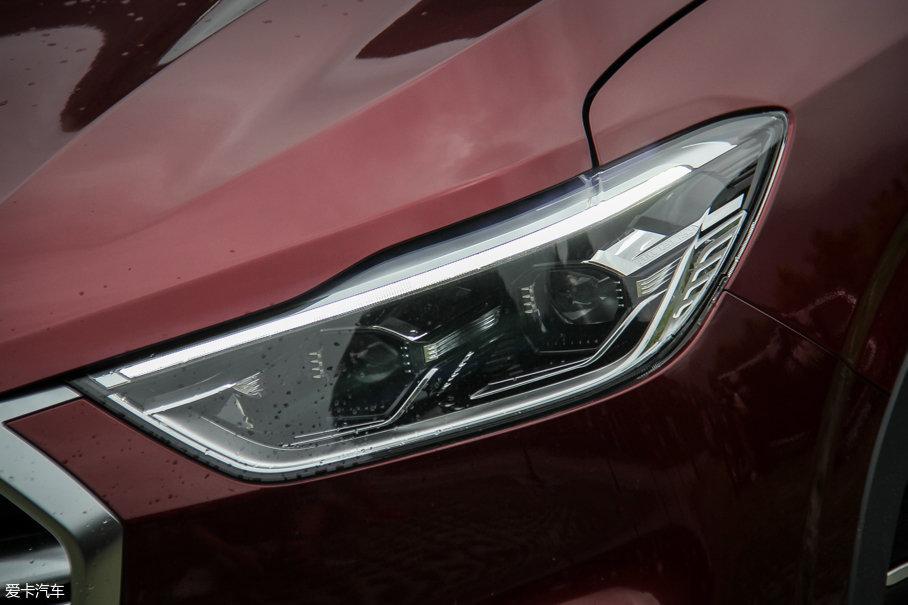 我们的试驾车型配备带有双透镜的LED大灯,当然,在低配车型上也可以选装。
