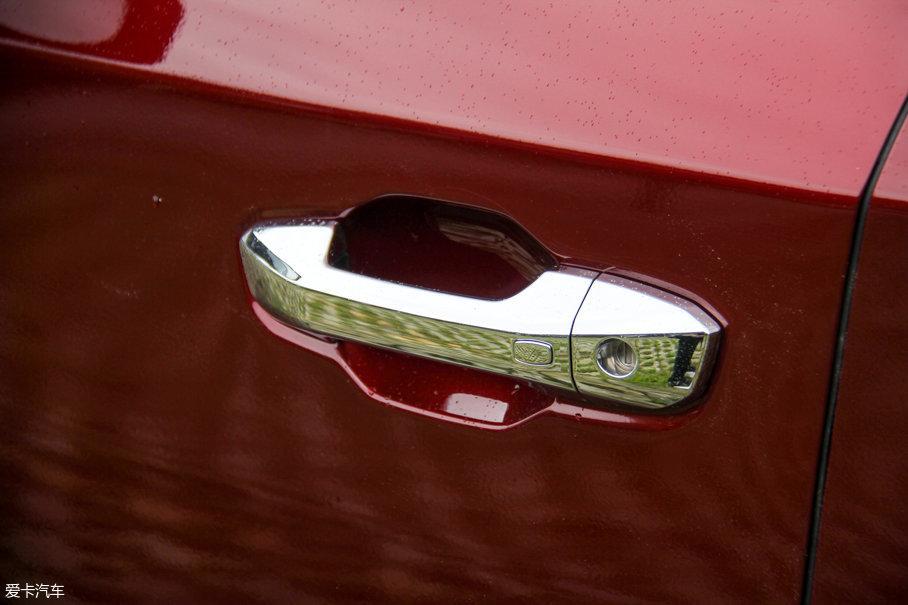无钥匙进入和一键启动功能自然会出现在配置丰富的试驾车中。
