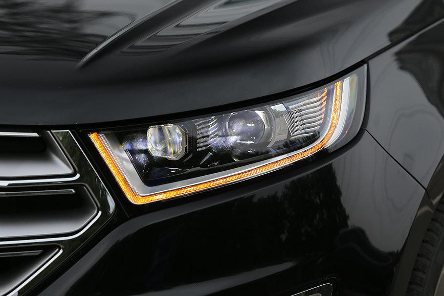 在灯光系统方面,锐界提供了带有远近光双透镜的全LED光源,且同时配备了自动大灯、转向头灯与LED日间行车灯。