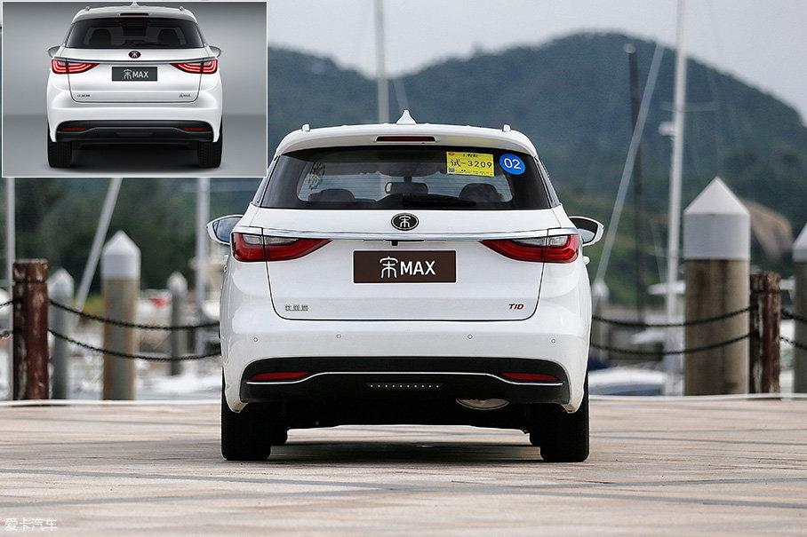从车尾处你也能察觉到,宋MAX的车身宽窄比例已经完全摆脱了中国品牌惯用的设计理念。另外,我们的试驾车已经非常接近最终量产版,仅在尾标之处有所差别。