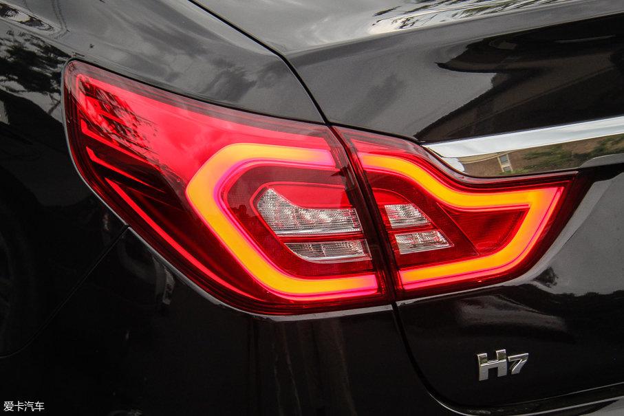 """据厂方介绍,全LED尾灯的造型设计灵感来源于中国的""""祥云""""元素。"""