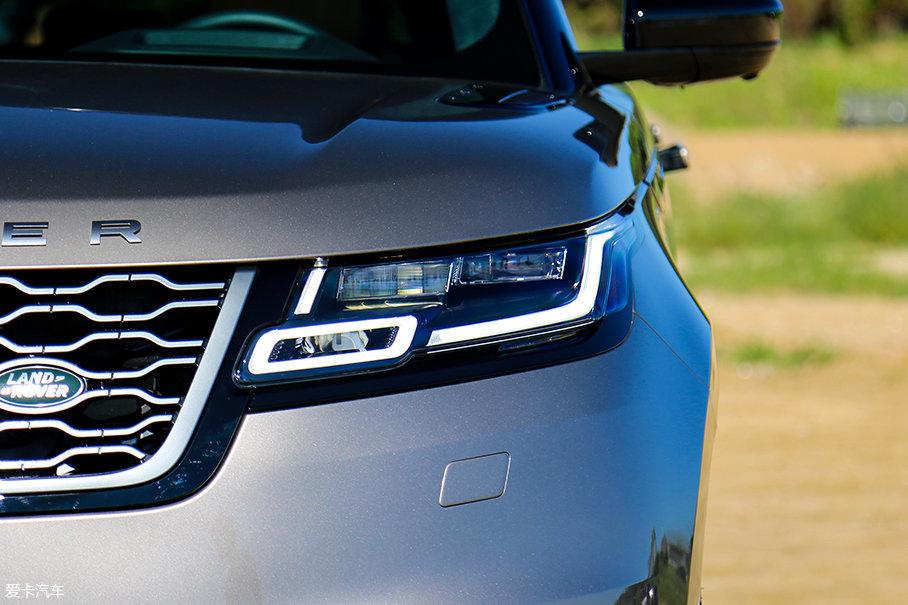 更为扁平化设计的前灯采用了时下最为流行的全LED光源,LED日间行车灯整体稍向两侧倾斜,相对揽胜在售的三款车型更具辨识度。