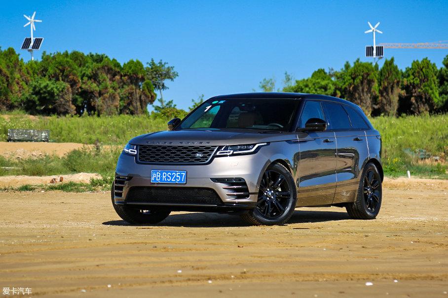 试驾车型为2017款路虎揽胜星脉P380 SE R-DYNAMIC,该车型指导价格为人民币86.80万元,为全系当中的中等配置车型。