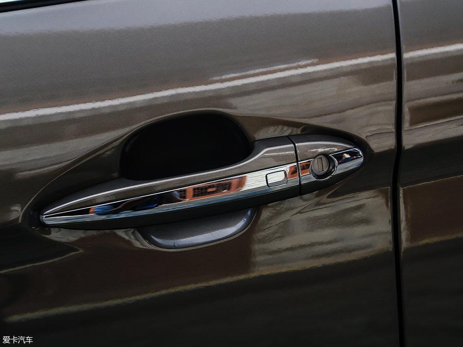 中高配车型有配备无钥匙进入系统和一键启动系统,用车便利性因此而得到提高。