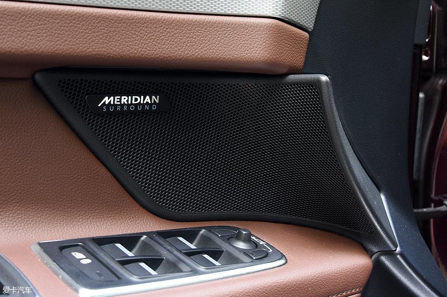 2018款XFL全系标配带17喇叭的Meridian英国之宝音响系统,不同配置车型不再有音响上的差别了。