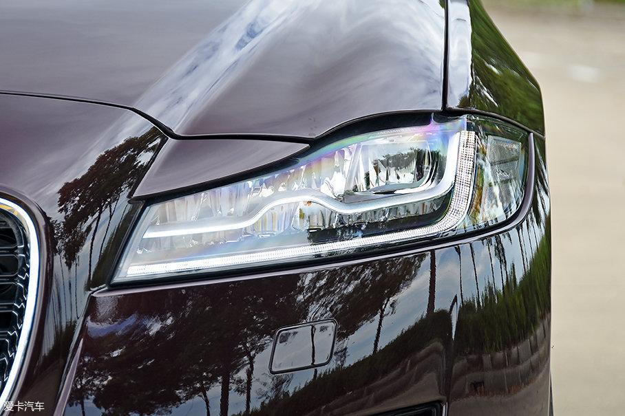 250PS豪华版及更高配置车型标配LED大灯,科技感与豪华感兼得。而在2017款240PS豪华版上,LED大灯只能通过选装获得。