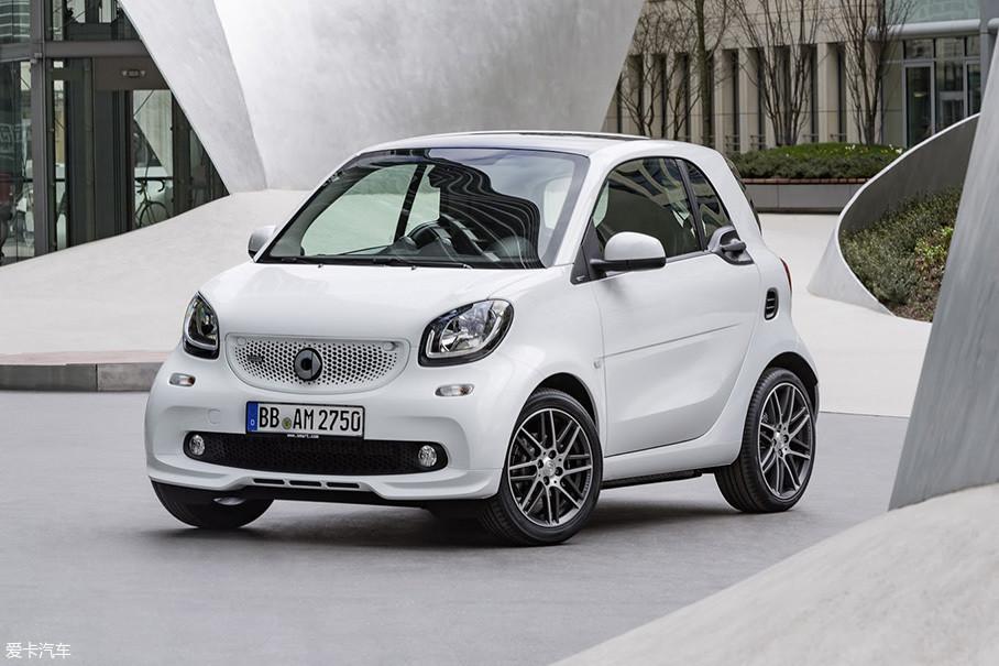 在2014年的smart家族换代后,代号C453/A453(分别对应硬顶/敞篷版)的新一代smart fortwo也终于迎来了smart BRABUS车款。