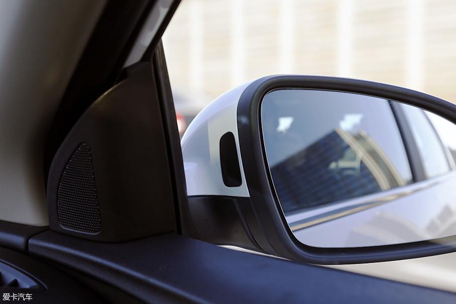 SBZA侧方盲区监测功能也首次加入到了英朗车型的配置中。