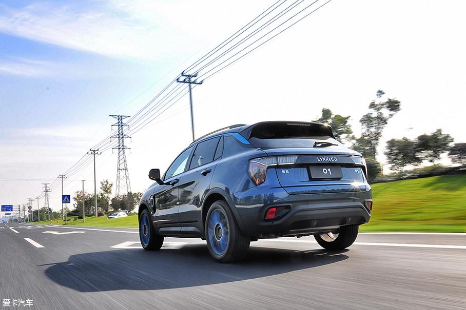 与此同时,通过技术手段优化动力、传动系统本身的工作噪音,以及不惜成本的使用隔音降噪效果更加出色的车身材质所带来的NVH性能提升,也是领克01迈向高端定位的重要一步。