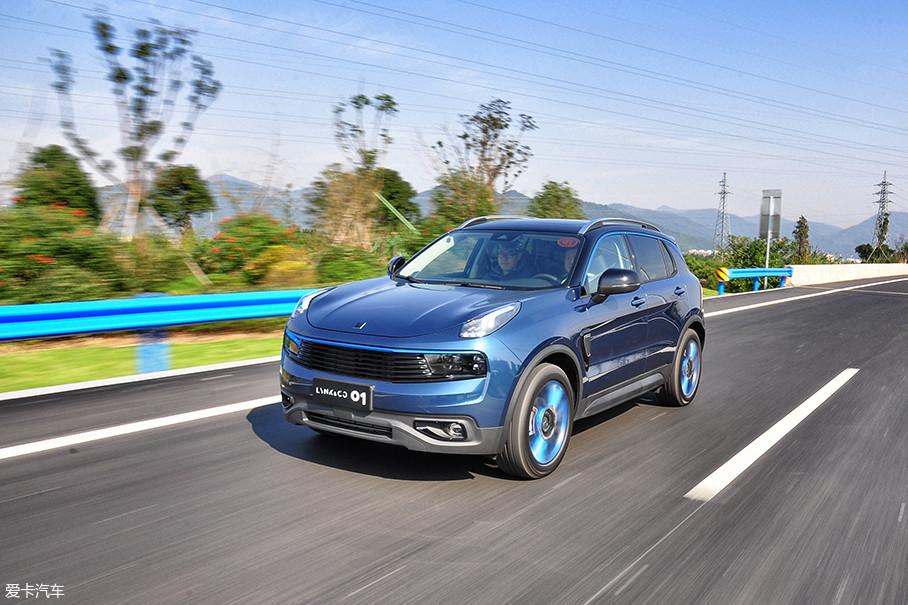 电动转向助力系统能够在不同车速状态下实现转向阻尼手感的轻重变化,而新车的刹车表现则始终保持着令人信心十足的均匀与线性。