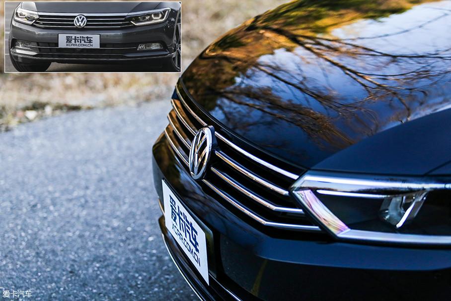 中网使用简单的4条横向镀铬饰条进行点缀,而其他排量车型上,最上方为一条贯穿车头的宽幅镀铬饰条。