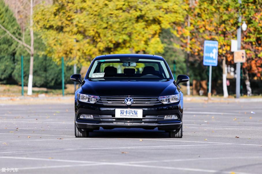 本次的试驾车为2018款迈腾280TSI DSG越享型,售价19.79万元。