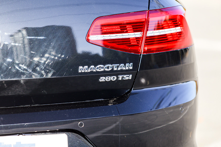 车尾上的280TSI铭牌是它尾部最明显的标志。