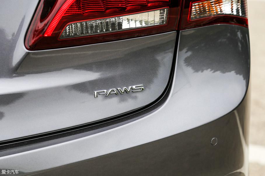 为了让加长后的车型拥有更好的操控体验,广汽Acura ALL NEW TLX-L全系标配了四轮精准转向系统,并将PAWS的标志印在车尾。