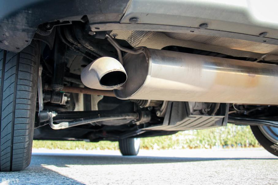 前麦弗逊/后多连杆的悬挂结构,也让新翼搏四驱车型在操控方面将其他对手甩在身后。在差速器壳外面还有金属护板,以保护差速器在越野路面不容易被磕伤。