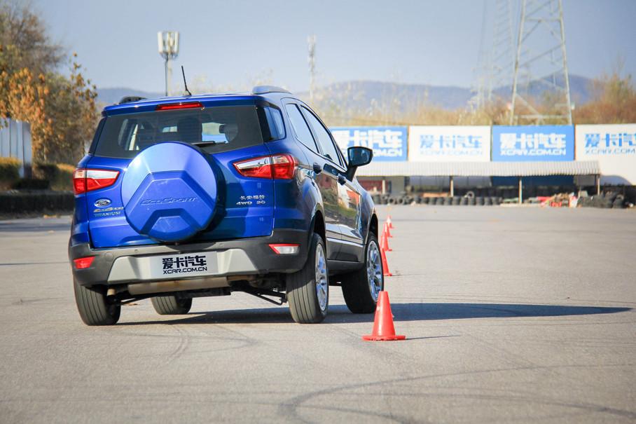 虽然从打方向到车头开始动作总是带着点迟疑,但车头愿意往弯心扎,车尾也有不错的跟随性。ESP在驾驶员察觉到车轮失去抓地力之前,就会积极介入。