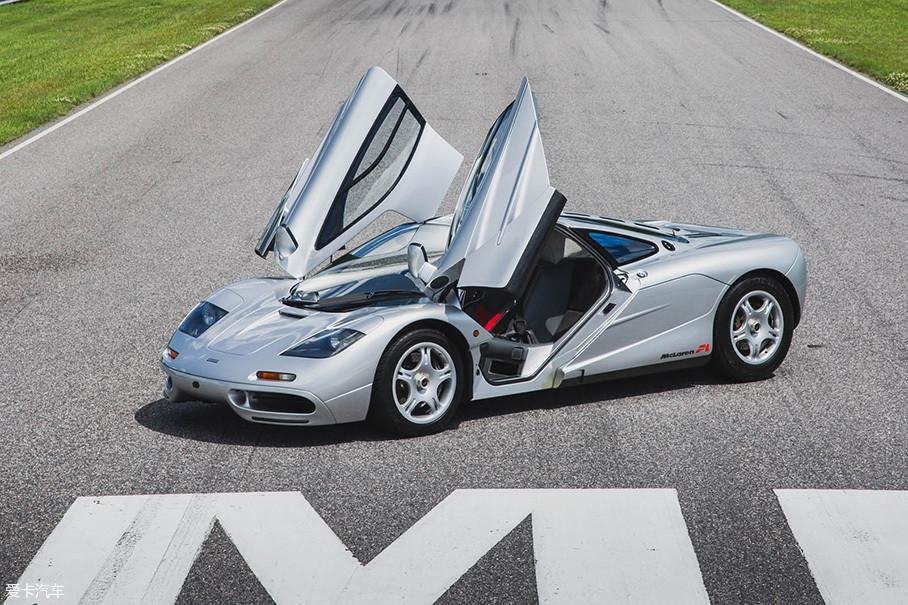 """直到2005年柯尼塞格CCR打破记录为止,全世界最快的车,始终都是""""迈凯伦F1""""。当然,那时候McLaren还不叫迈凯伦,而叫做""""麦克拉伦""""。"""