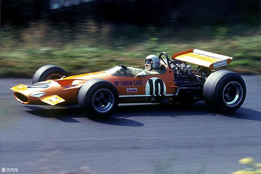 1969年由创始人布鲁斯·迈凯伦驾驶的M7A赛车在纽博格林为车队带来了首个F1奖杯。