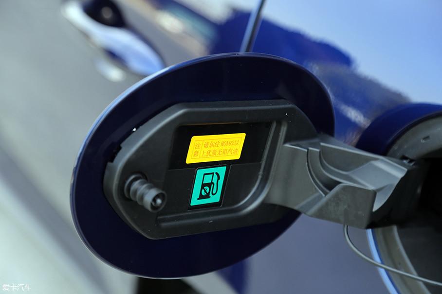 发动机9.3的压缩比对于涡轮发动机来说算得上是一个比较安全的数值,但92#汽油无铅汽油的加注提示还是让人有些觉得不可思议。