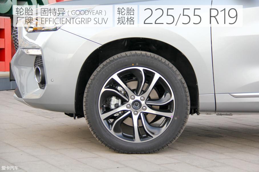 十辐的19寸双色铝合金轮圈不但造型十分动感,而且增加了新车的气势,轮胎采用了固特异御乘SUV轮胎。
