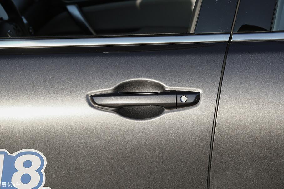 本次测试的车型配备了无钥匙进入和无钥匙启动系统。