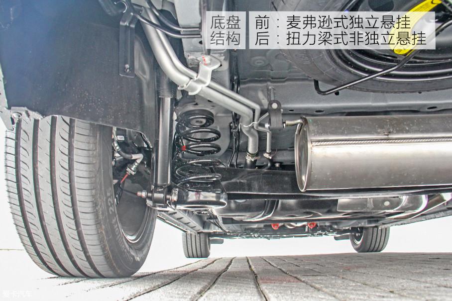 底盘结构方面,君马s70采用了前麦弗逊式独立悬挂,后扭力梁式非独立