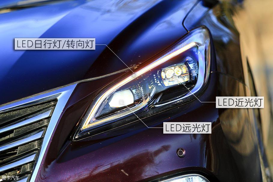 """睿骋CC的大灯采用了全LED光源设计,这种配置在现在的中国品牌车型上应用并不是新鲜事,但是""""会呼吸""""的设计绝对是中国品牌车型中的首创。"""