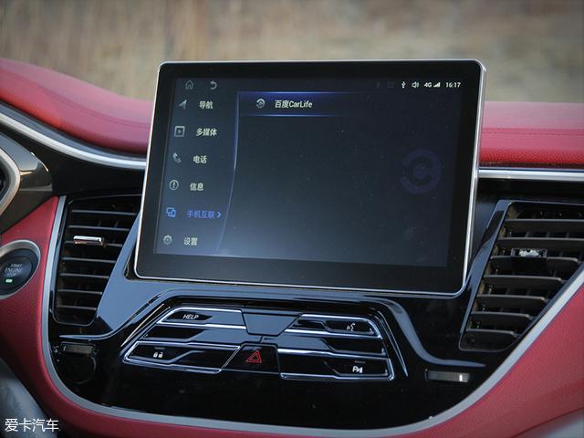 全新东南DX7的中控大屏从现款的8英寸升级到了10英寸,同时悬浮式的设计也更加的时尚,是当下较为主流的内饰元素之一。
