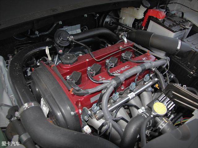 由于测试车没有加装发动机罩,所以这台不是4G63的红头机直接暴露在我们眼前,经调校后,这台代号4K20T的1.8T发动机最大功率145kW(197Ps),峰值扭矩能达到285Nm。