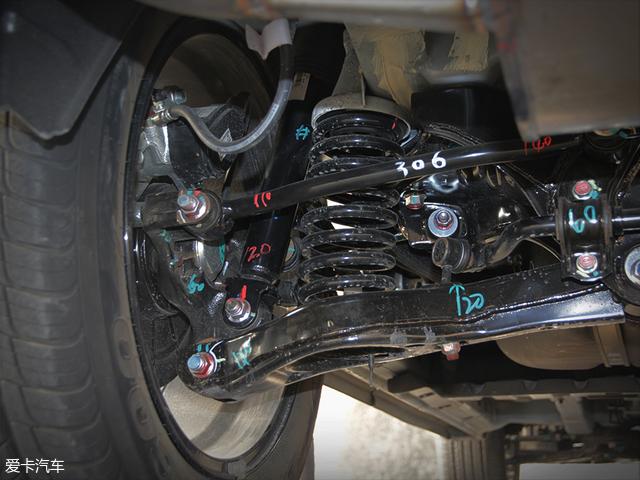 厂商同样也没有公布全新东南DX7的悬挂类型,不过通过外形可以判断新车的后悬挂为单横臂式独立悬挂。