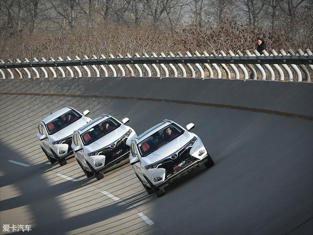 随着车速的增加,风噪和路噪也慢慢的明显了起来。不过,即便是经过严苛测试后的试验车,它风噪和路噪的控制也还是比较出色的。