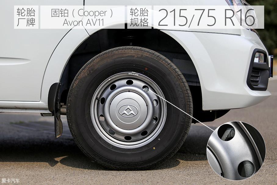 试驾车前后标配铝合金轮圈,前、后刹车均为盘式设计较竞品有一定优势。