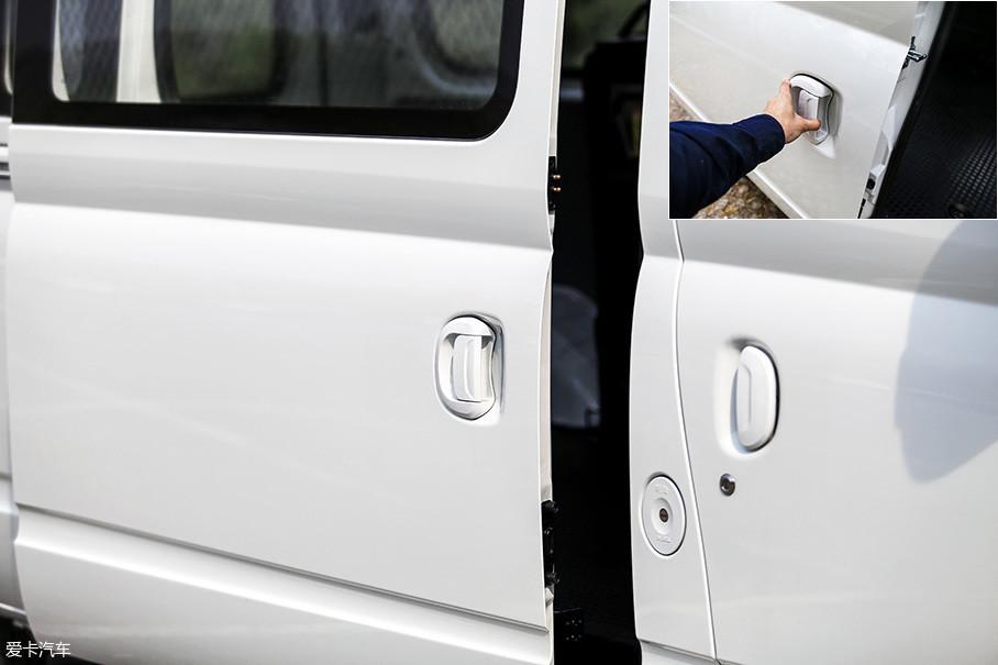 试驾车辆配备的是单侧手动侧滑门,推拉手柄的设计还有优化的余地。