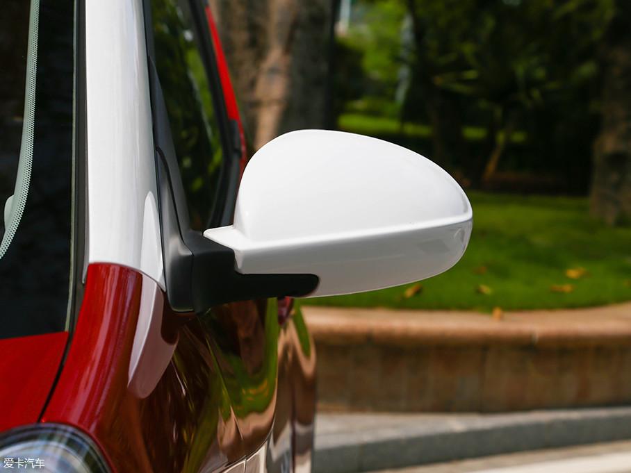 前翼子板有转向灯,而后视镜上没有转向灯,这应该是出于成本的考虑。