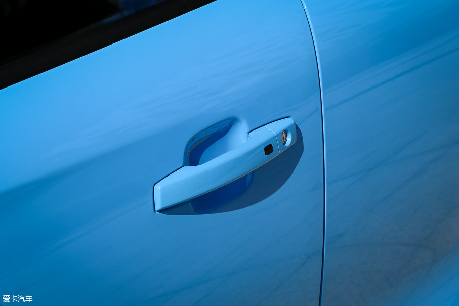 无论手动挡还是自动挡车型,无钥匙进入/一键启动功能都在高配车型上配备。