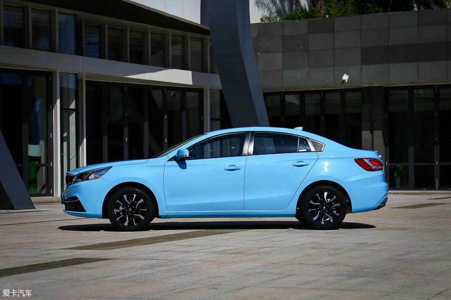 福美来F5车身的长宽高分别为:4698/1806/1477mm,轴距2685mm,和2017款福美来相比没有变化。