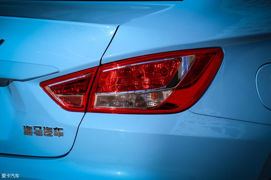 尾灯造型也和老款车型区别不大,光源同样为卤素。