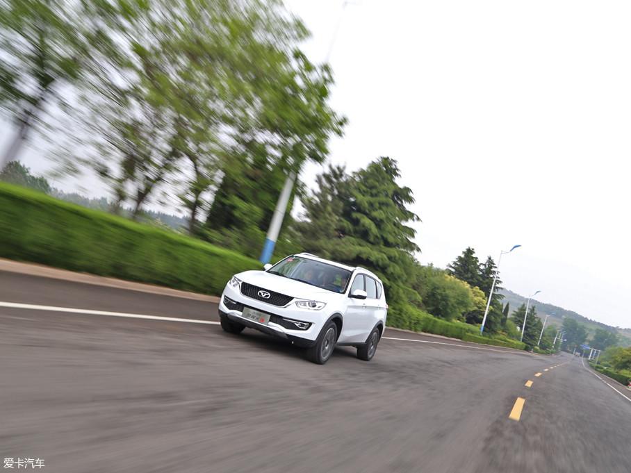 在以80km/h的时速行驶时,发动机的转速保持在3000rpm以下,发动机的噪音得到了较好的抑制。但此时对于胎噪和风噪的控制有所欠缺,在高速行驶时则更加明显。