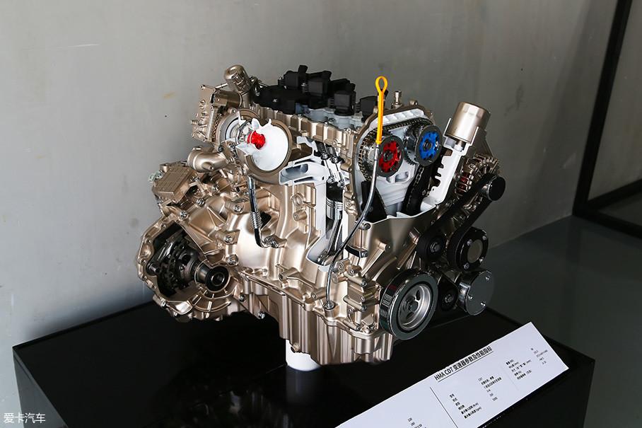 在第二代海马S5上,这台发动机采用反置式的布局,拥有缸内直喷、DVVT等主流技术。中缸和油底壳为铝合金材质,而进气歧管和缸盖采用了更加轻量化的树脂材料。缸盖集成的排气歧管的设计再加上低惯量的涡轮增压器,有效提升了涡轮的响应,使得这台发动机在1000rpm就能拥有...